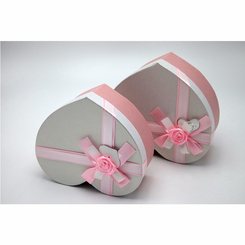 heart shape paper packaging with bowknot
