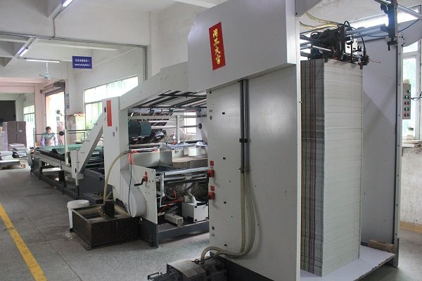 paper mounting machine for corrugated paper packaging